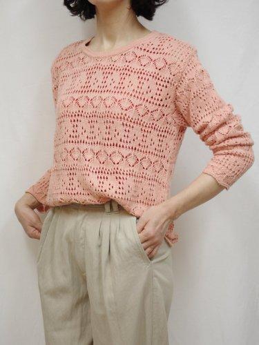 透かし編み模様のサーモンピンクのサマーニット