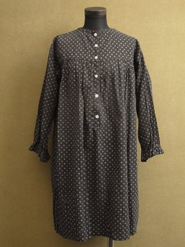 cir.1910-1930's black dots smock