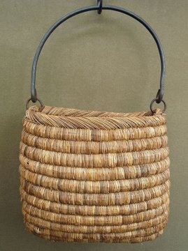 straw bag with iron handle