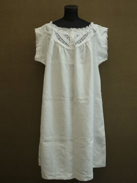 late 19th c. linen dress with lace