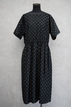 1930's printed black S/SL dress/apron dead stock