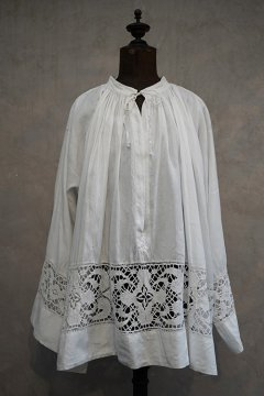 early 20th c. linen church smock with lace