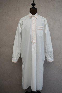 ~1940's white cotton night shirt