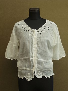 early 20th c. embroidered white top S/SL