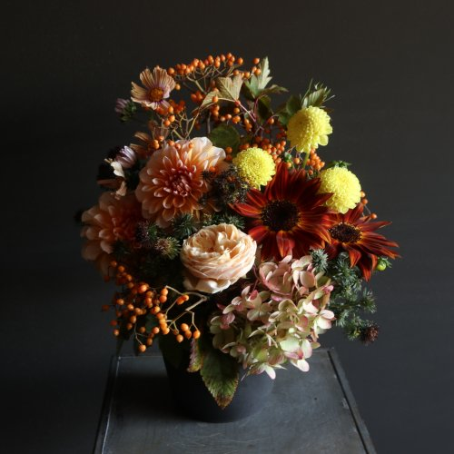 定期便 季節のお花を使用したアレンジメントorブーケ〈1か月毎〉