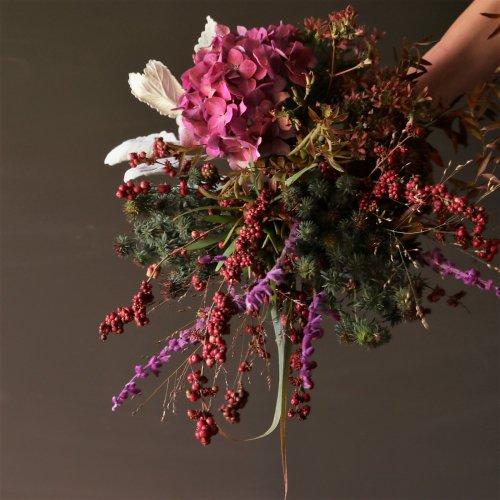 定期便 季節のお花枝物やグリーンを使ったアレンジメントor ブーケ(花束)〈2か月毎〉