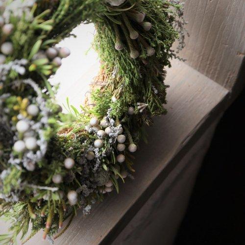 ワイルドフラワーや実物を使ってドライフラワーになっても飾れるリース