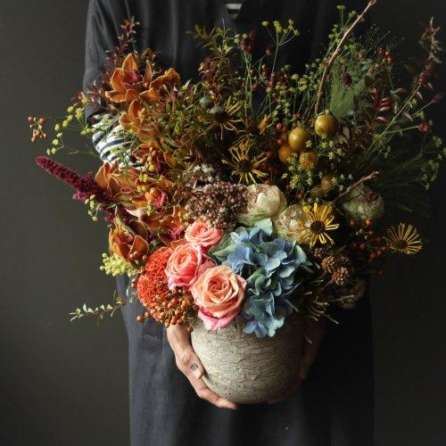 実りの秋 暖色系のシックな色合いのアレンジメント