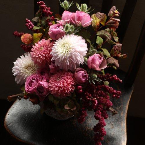 ピンク系の鮮やかで可愛いアレンジメント