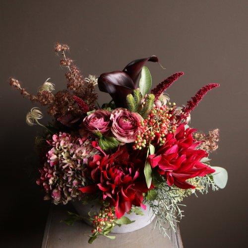 華やかな暖色系のアレンジメント