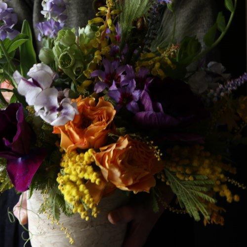 春らしく華やかで元気な印象のアレンジメント