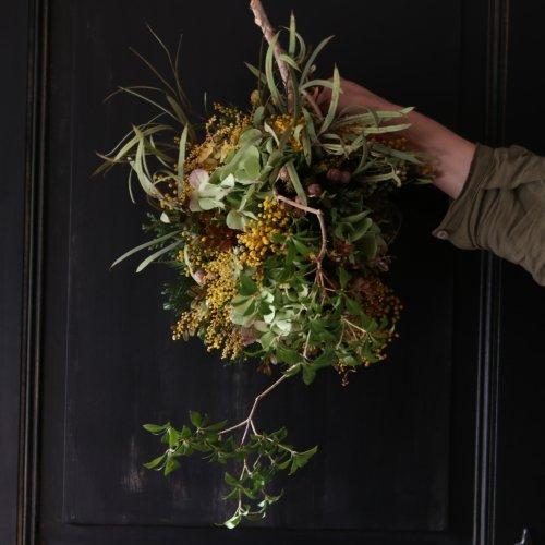 スワッグ ミモザや紫陽花などの壁掛け。