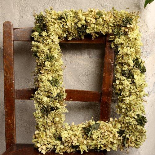 八重咲きのスターチスとアナベルのドライフラワーフレーム(現品)