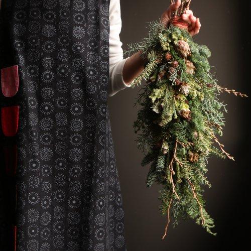 針葉樹の香り豊かなスワッグ