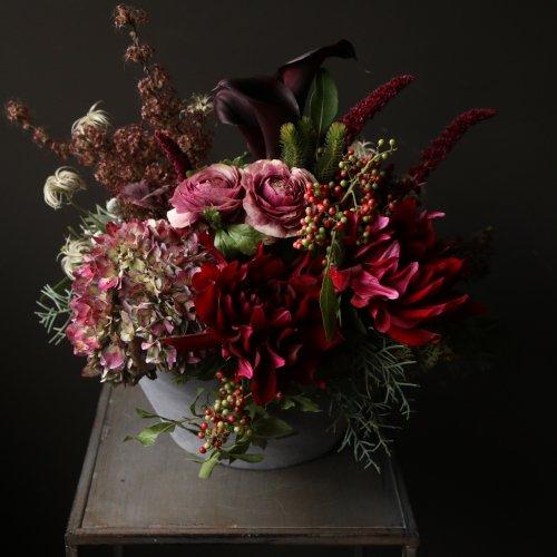 暖色系で華やかでゴージャスな印象のアレンジメント