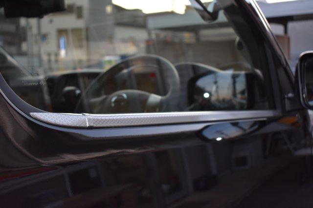 NV350 Fドアメッキハニカムモール