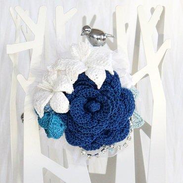 〈ブルー系〉バラとユリのコサージュ