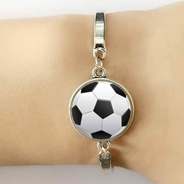 サッカーボールアクセサリー お洒落なサッカーボールのブレスレット