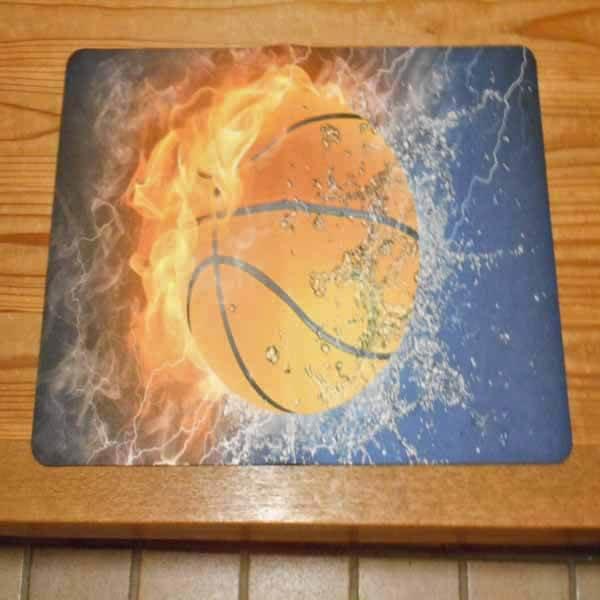 「炎と水しぶき」のバスケットボール柄 玄関マット【画像3】