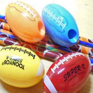 卒業期間限定セール アメフトボール型の可愛いミニ鉛筆削り