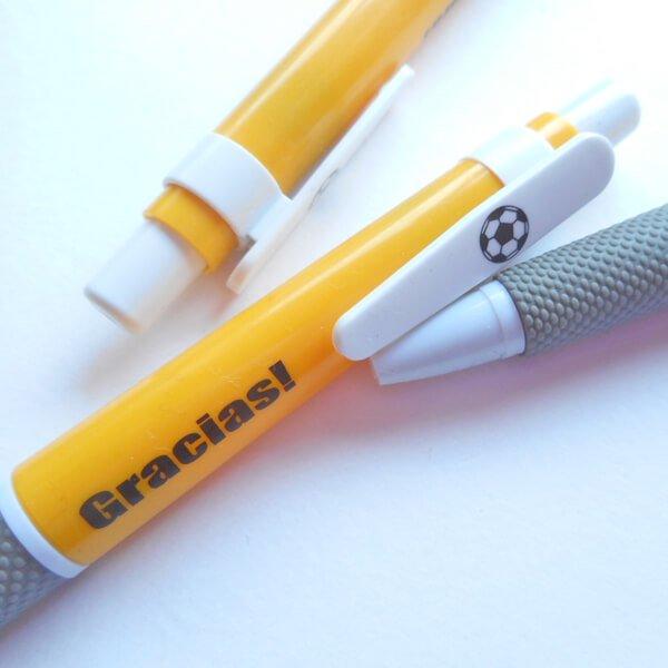 サッカーボール柄入りのシンプルボールペン Gracias
