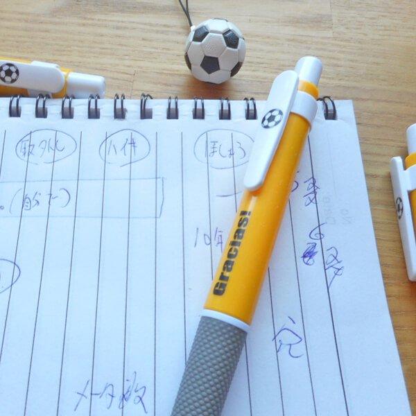 サッカーボール柄入りのシンプルボールペン Gracias【画像2】
