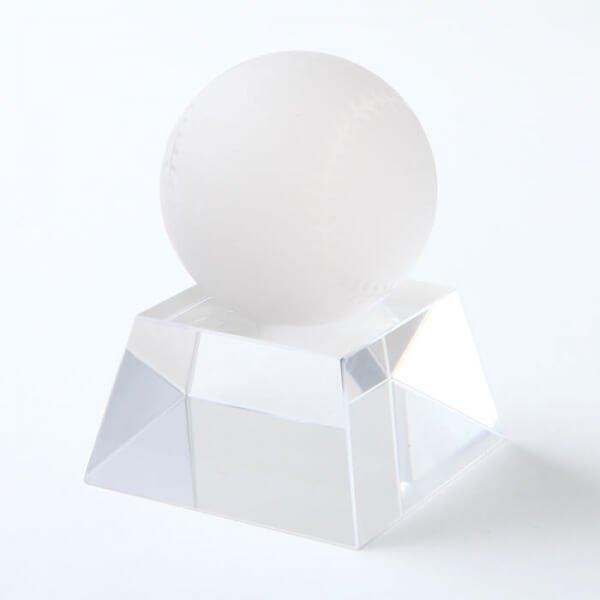 (期間数量限定セール)クリスタル野球ボール直径50ミリ台座付き【画像2】