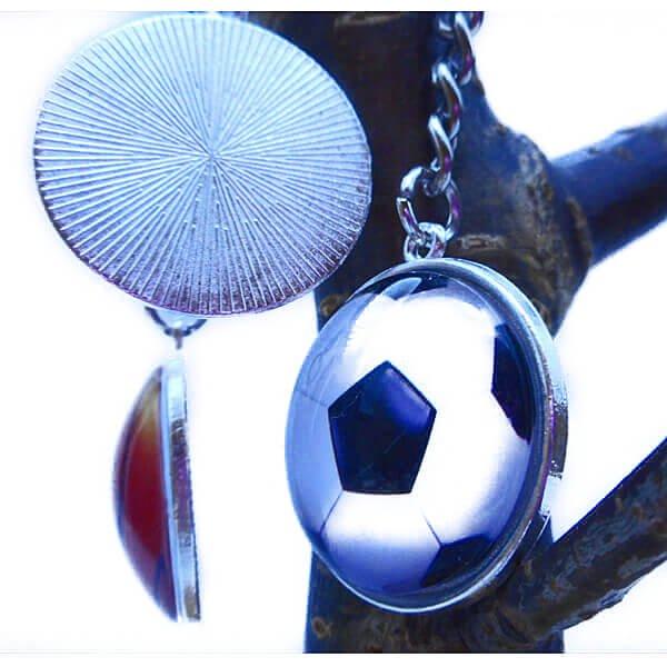 サッカーボールのクリスタルフラットキーホルダー【画像3】