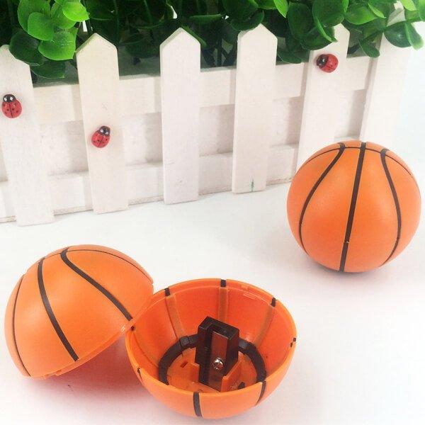 存在感抜群のバスケットボール型鉛筆削り【画像3】