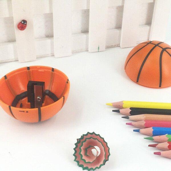 存在感抜群のバスケットボール型鉛筆削り【画像4】