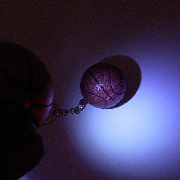 バスケットボール型のサウンドLEDライトキーホルダー【画像3】