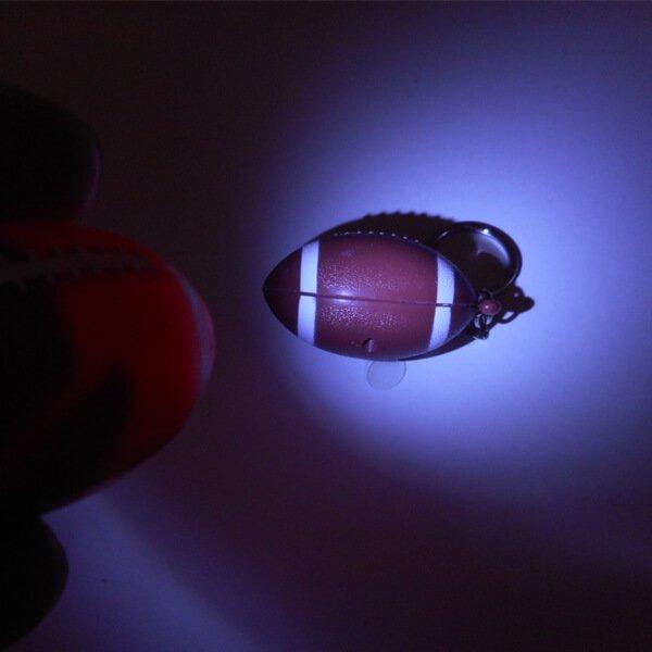 アメフトボール型のサウンドLEDライトキーホルダー【画像5】