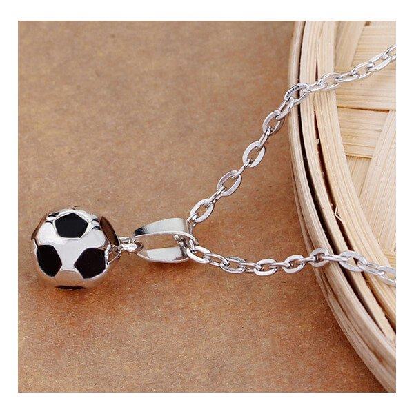 サッカーボール型の美しいネックレス【画像3】