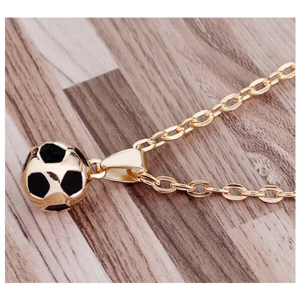 サッカーボール型の美しいネックレス【画像4】