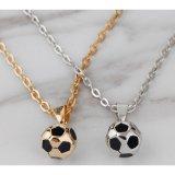 サッカーボール型の美しいネックレス