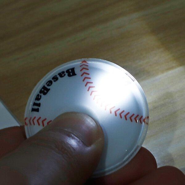 野球ボール型のフラットライトキーホルダー 単価184円〜【画像2】
