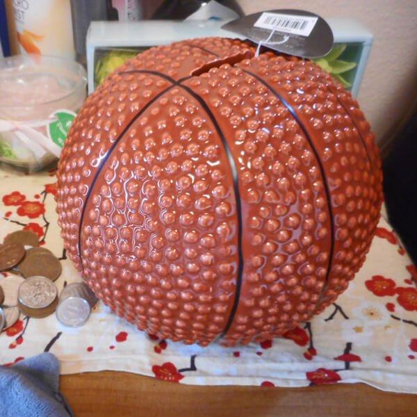 (新型)バスケットボール型のインテリア貯金箱【画像2】