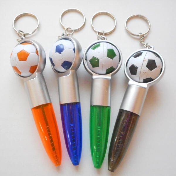 (ボール汚れあり)サッカーボール付きの可愛いミニボールペンキーホルダー(黒インク)1本