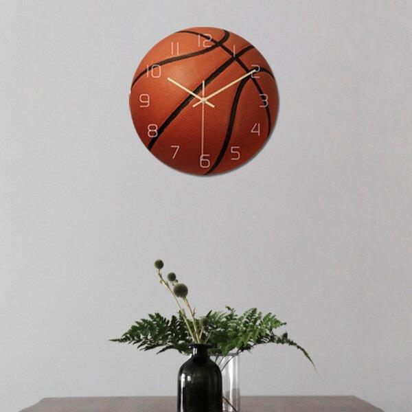 バスケットボール型のリアル壁掛け時計【画像3】