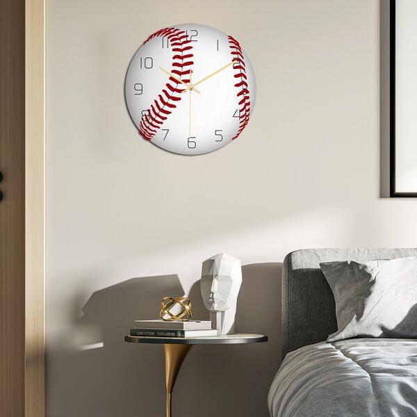 野球ボール型のリアル壁掛け時計【画像2】