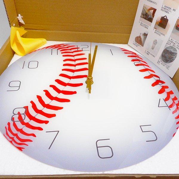 野球ボール型のリアル壁掛け時計【画像3】