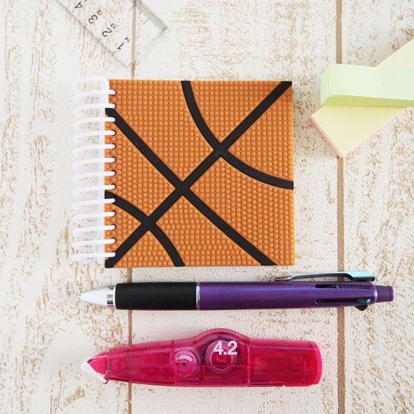 期間・数量限定のクリスマスセール バスケットボール柄 リング付きミニメモ帳(ボール部分が可愛いゴム)【画像3】