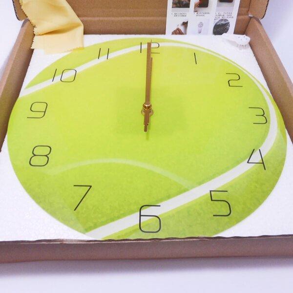 テニスボール型のリアル壁掛け時計【画像3】