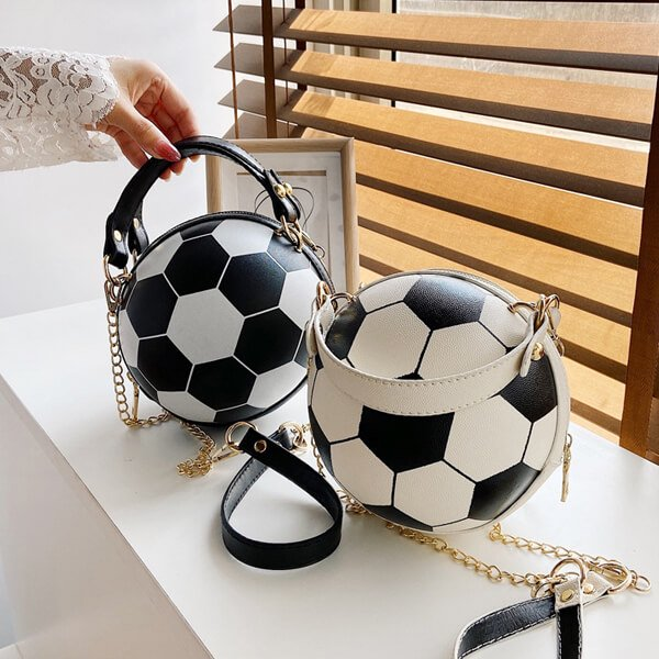 サッカーボール型ラウンドショルダーバック(2way) ゴールドチェーン付き【画像3】