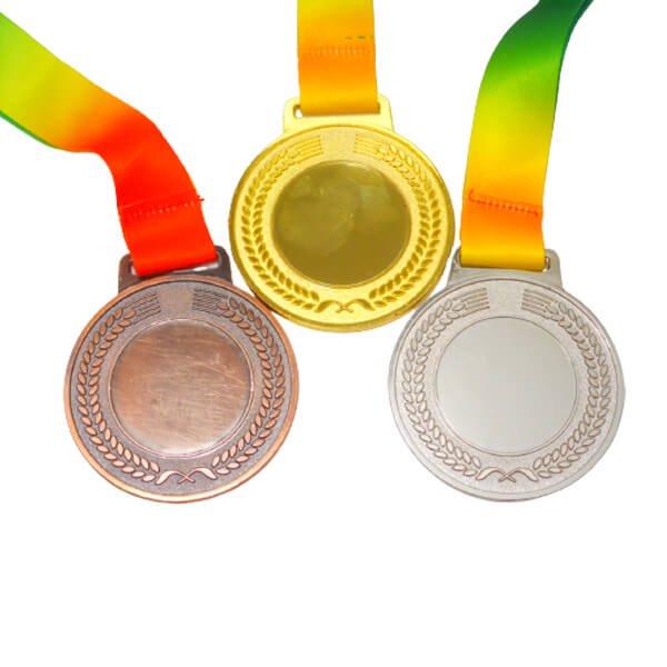 サッカー柄のカラフル金メダル【画像4】