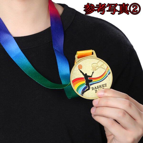 サッカー柄のカラフル金メダル【画像6】