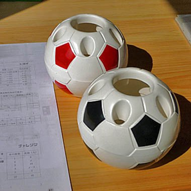 新サッカーボール型ペン立てペンスタンド【画像2】