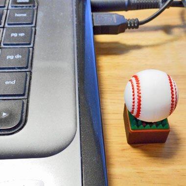 かわいいUSBメモリ  野球ボールタイプ