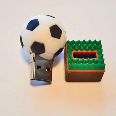 サッカーボールUSBメモリ(文字なし) 芝の上 1個【画像2】