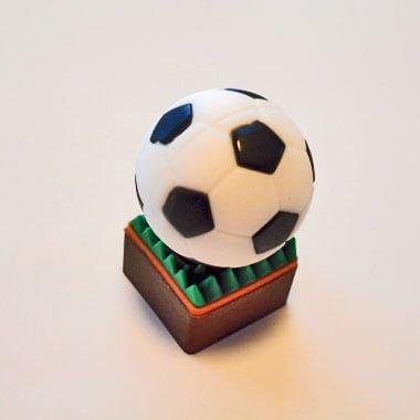 サッカーボールUSBメモリ(文字なし) 芝の上 1個【画像3】